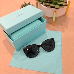 "TIFFANY ""Tiffany"" cat eye sunglasses AUTHENTIC"